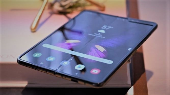 Galaxy Fold screen problem pins high claims of Samsung