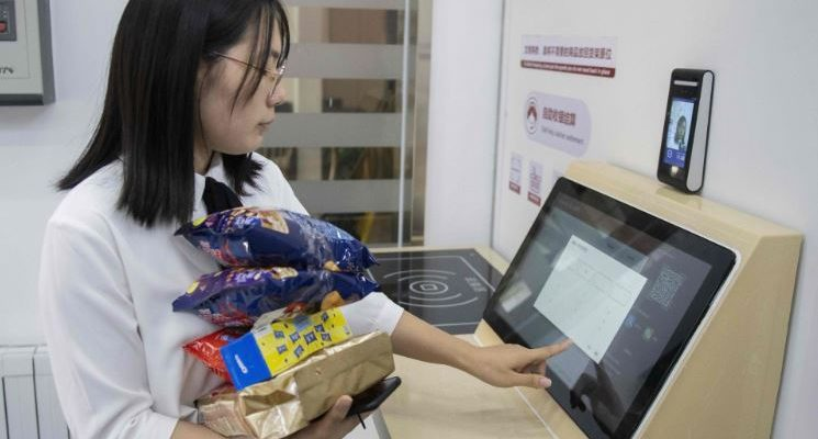 No more cash and cards: Chinese consumers pay by showing face only