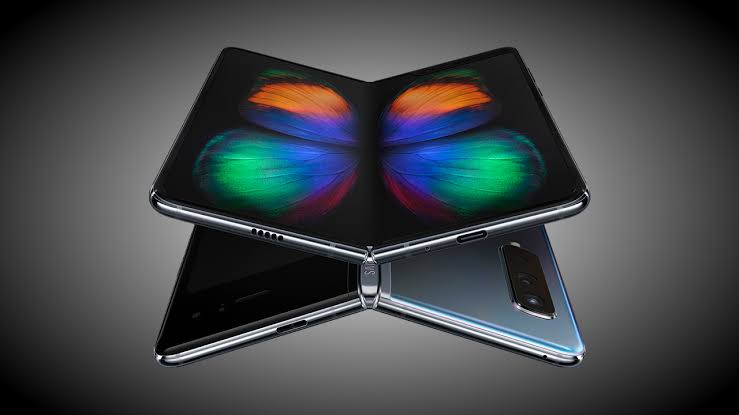 Samsung Galaxy Fold: Reviewer complains about damaged display after a day use